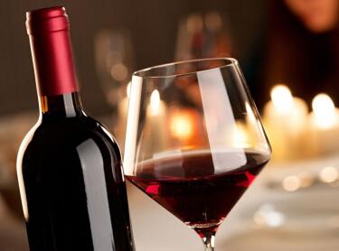 悦目的青岛葡萄酒颜色